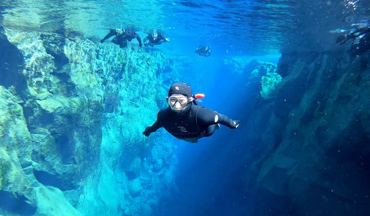 Snorkletur med våtdrakt i Silfra med undervannsbilder | Transport inkludert