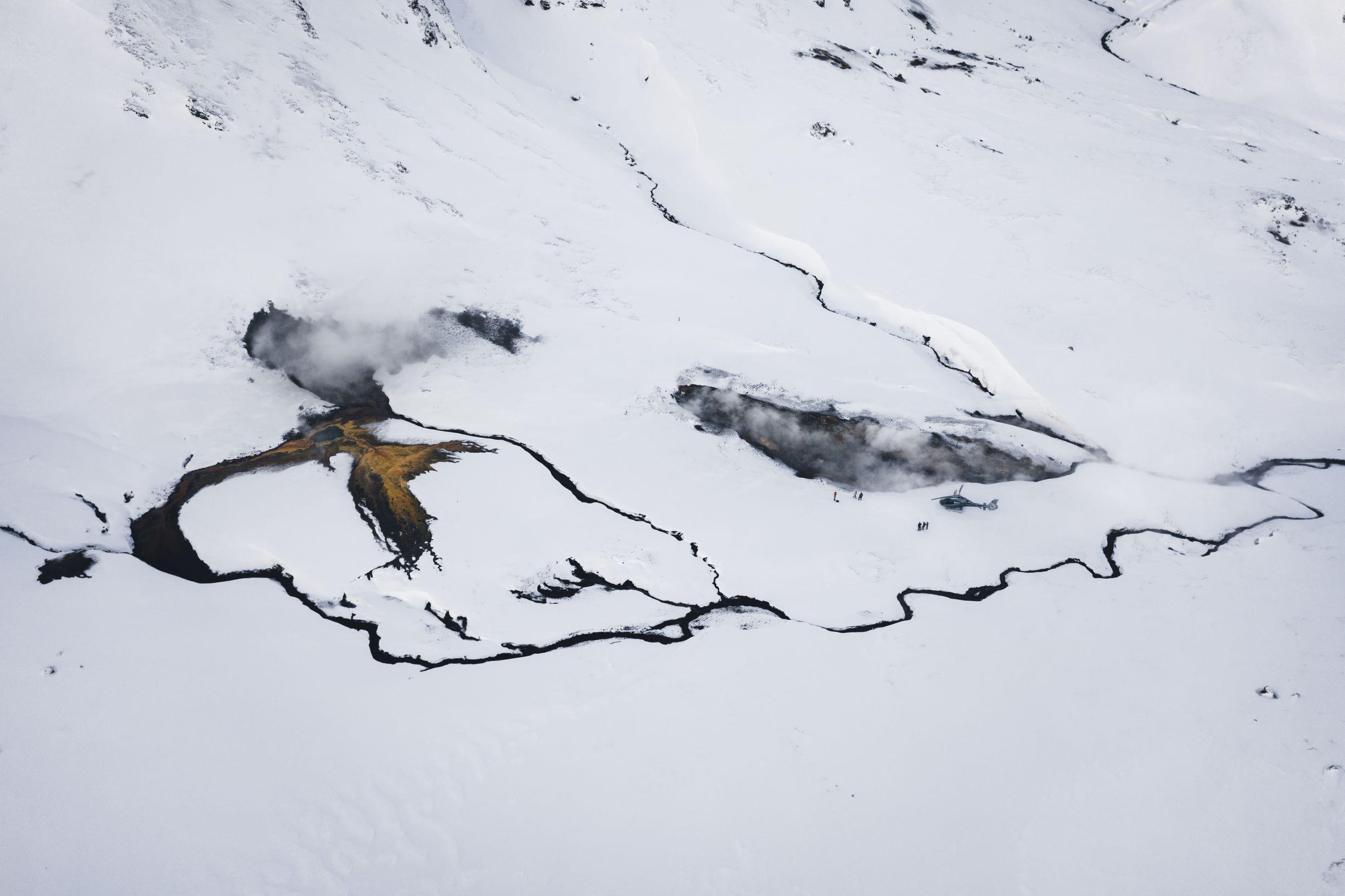 En helikoptertur i et geotermisk område i Island