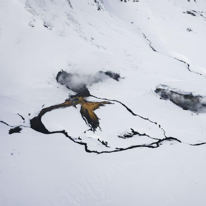 Helikoptertur över geotermiska områden