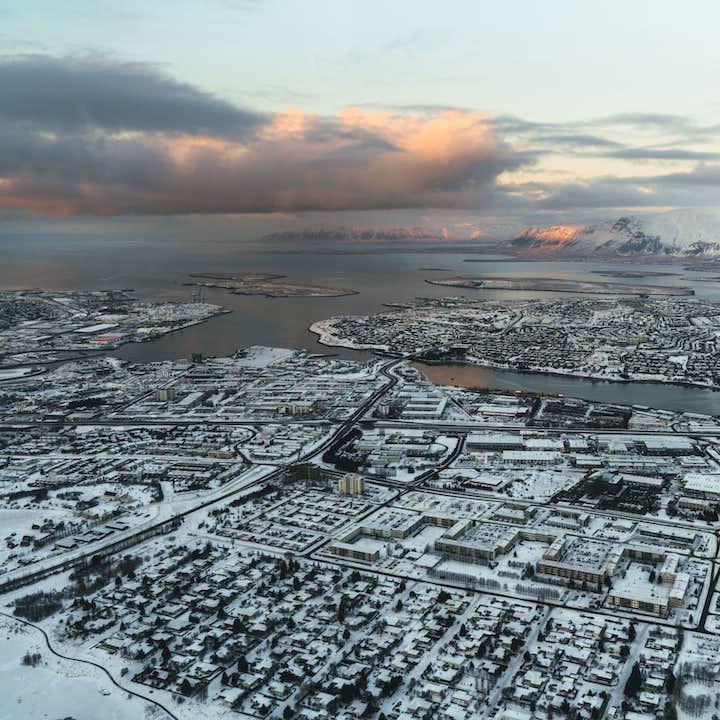 雷克雅未克之巅直升机团|鸟瞰世界最北首都的彩色屋顶