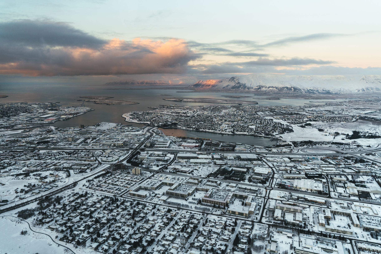 Reykjavik avbildet ovenfra på denne helikopterturen