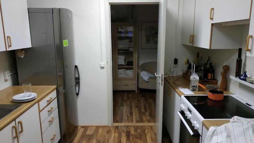 La cocina (con algunos trastos nuestros de por medio...)