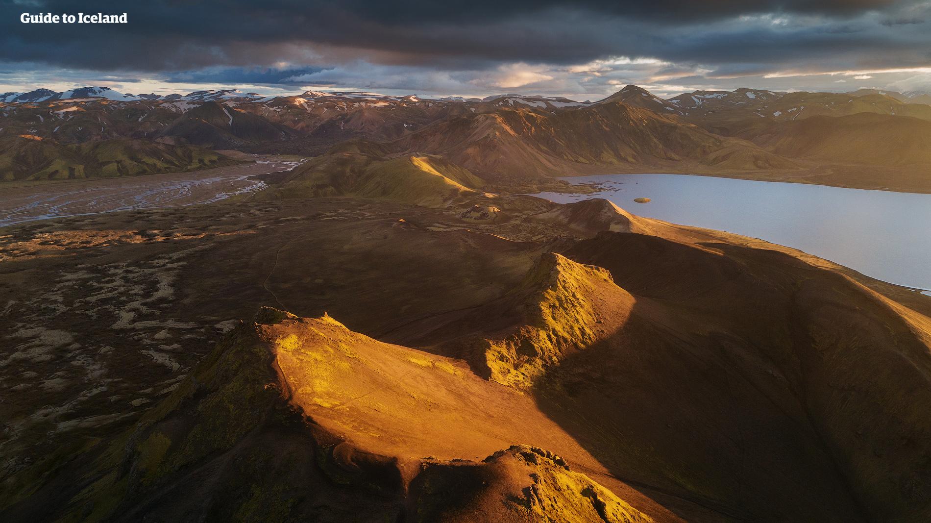 冰岛内陆高地的起伏山脉