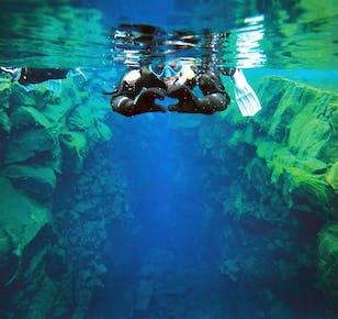 Snorkeling w szczelinie Silfra | Darmowe podwodne zdjęcia