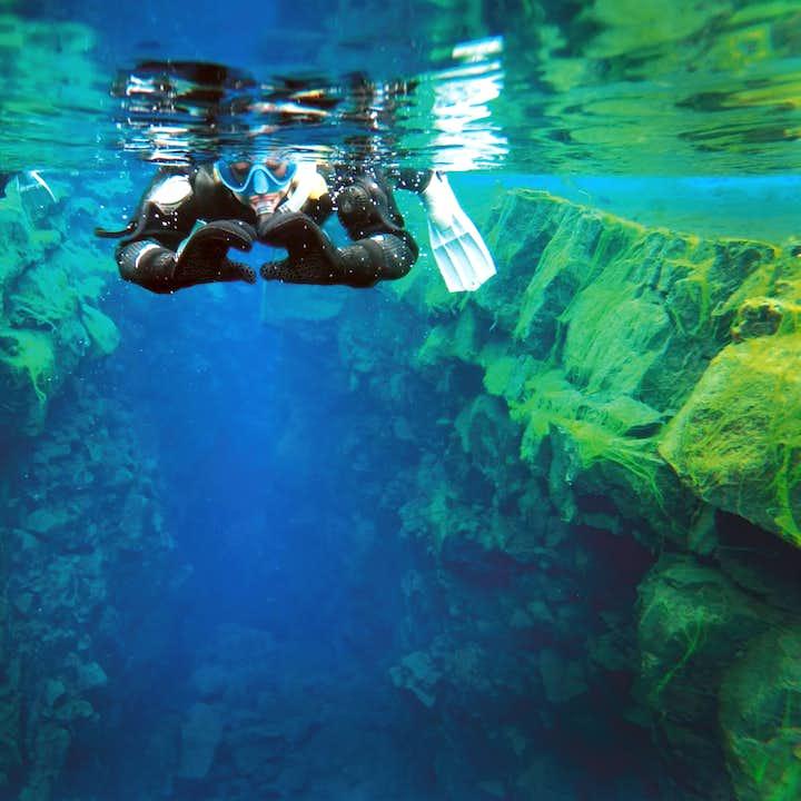 Snorkla mellan kontinenterna i Silfra | Kostnadsfria undervattensfoton