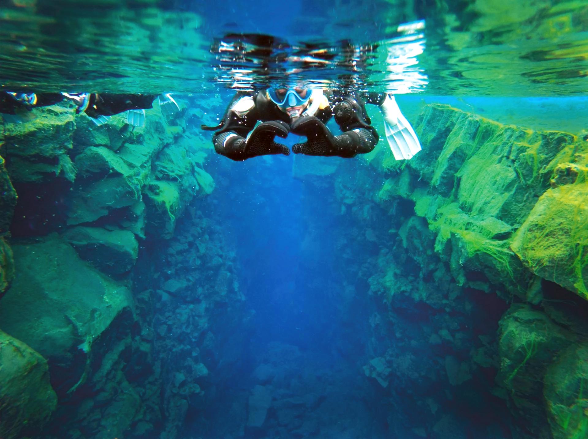 Snorkling mellom kontinenter i Silfra | Gratis undervannsbilder