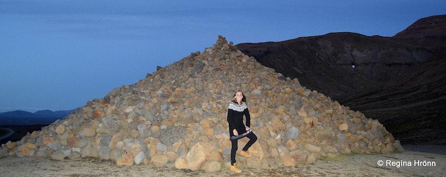 Regína by The stone pile on the Kjölur route in the dusk
