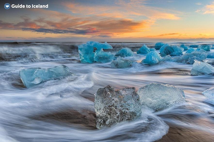 The icebergs on the Diamond Beach