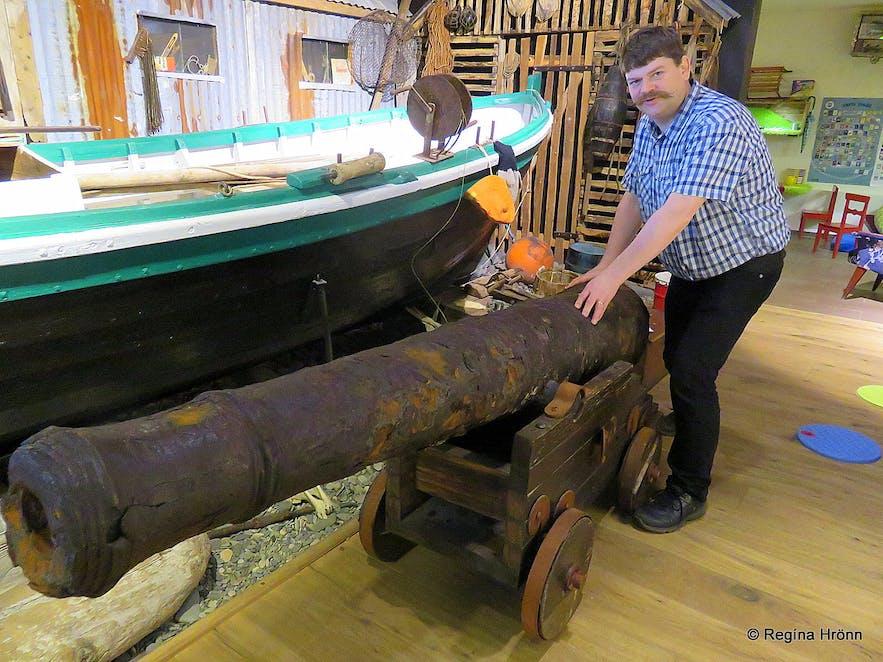 An old cannon at Eyrbyggja Heritage Centre museum - Sögumiðstöðin