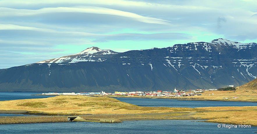 Grundarfjörður village as seen from afar