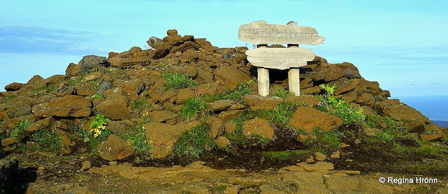 Hjörleifshaugur burial mound on top of Hjörleifshöfði in South-Iceland