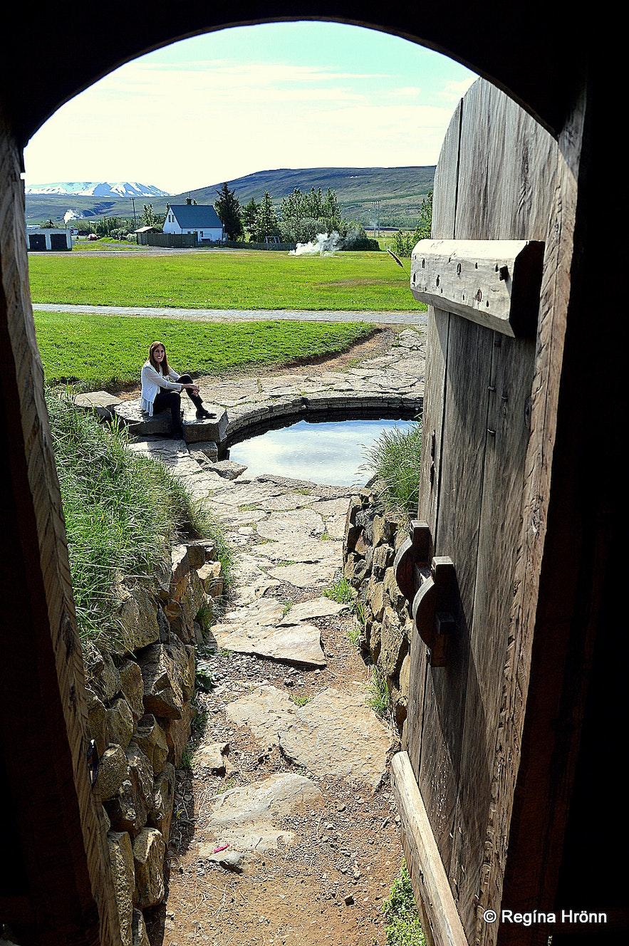 Regína sitting by the pool of Snorri Sturluson