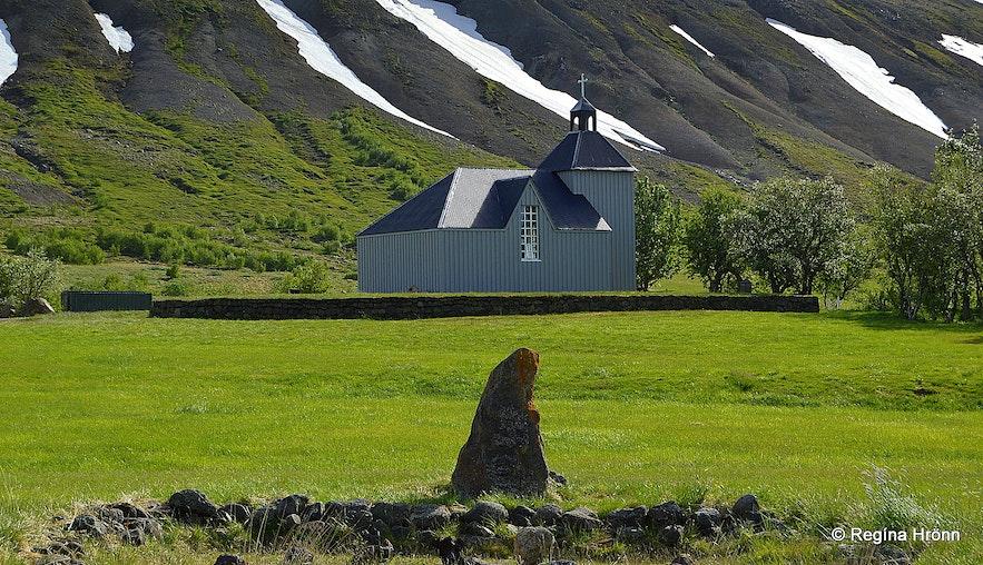Húsafellskirkja church and Draugarétt where Snorri would get rid of the 18 ghosts!