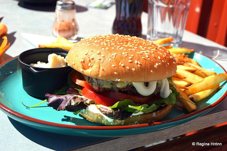 A hamburger at Heimsendi restaurant Patreksfjörður