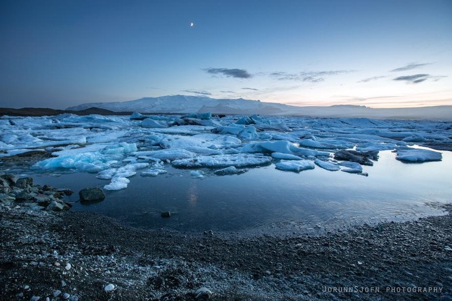 Diamond Beach near Jökulsárlón glacier lagoon