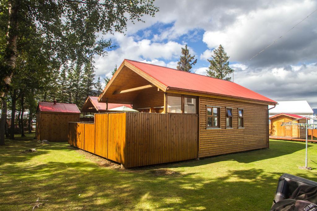 Akureyri Cottage 2 With Hot Tub