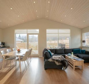New Cosy Cottage with Hot Tub in Akureyri