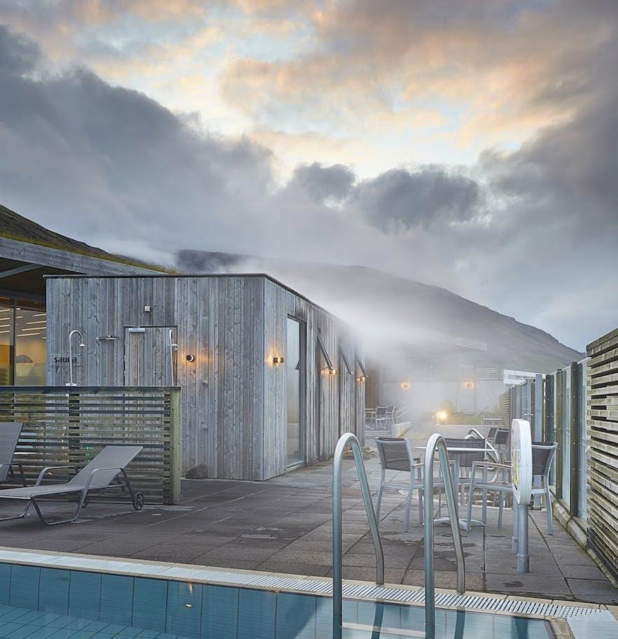 冰岛西南部的热门丰塔纳温泉