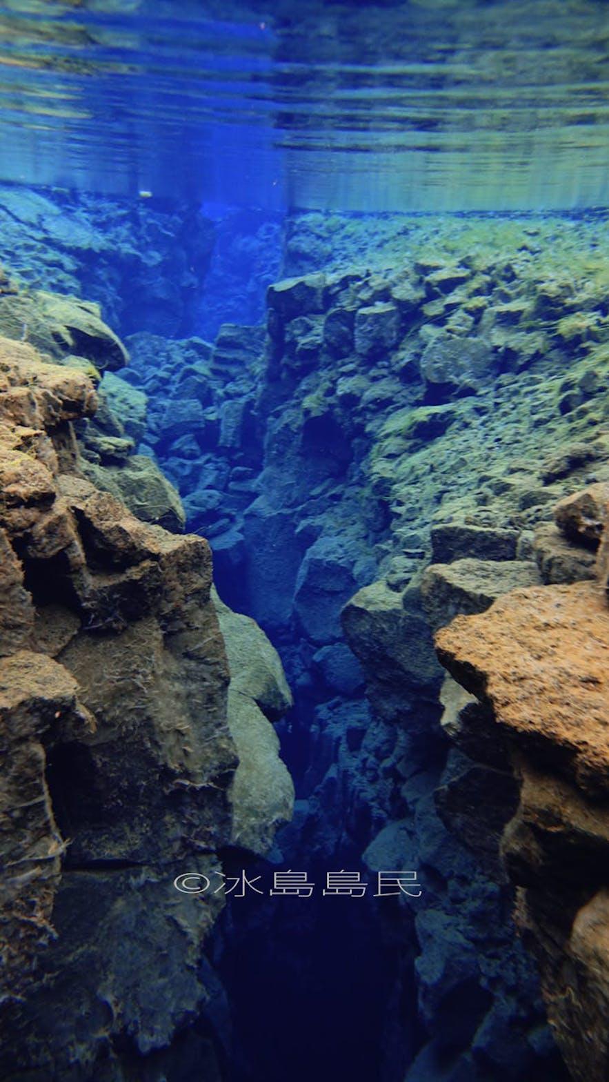 冰島浮潛水底的世界
