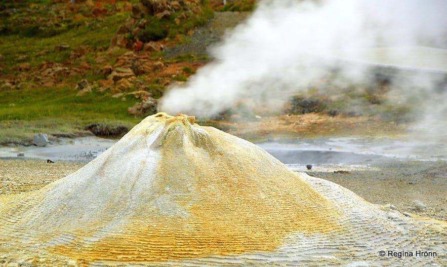 Hveravellir geothermal area Öskurhóll hot spring