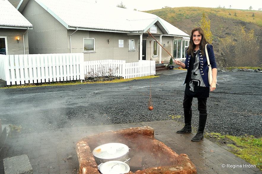 Regína cooking an egg in a hot spring