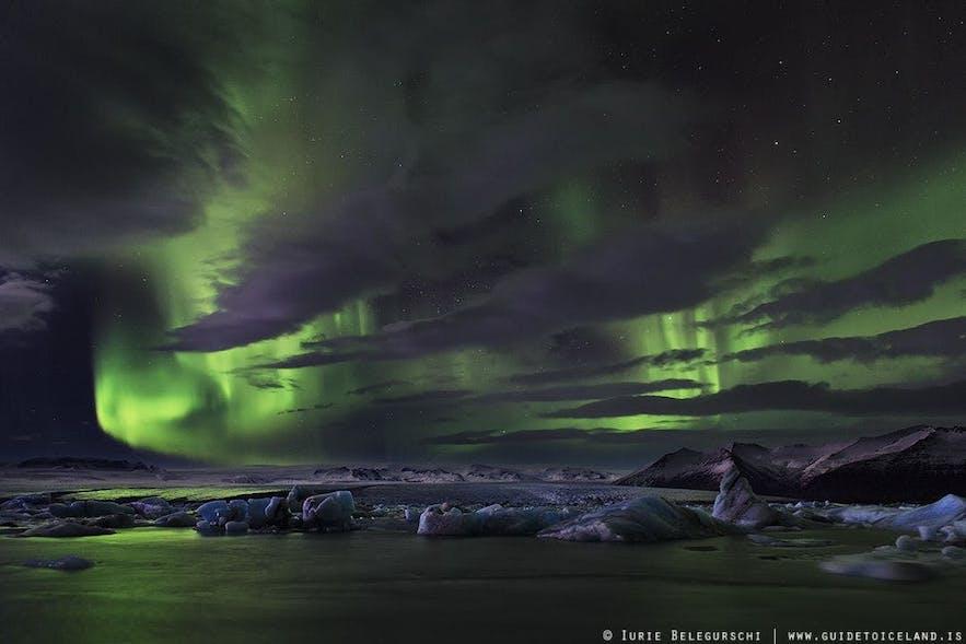 구름 사이로 비치는 오로라를 사진으로 담아 더욱 특별하고 아름다운 작품을 만들어보세요.