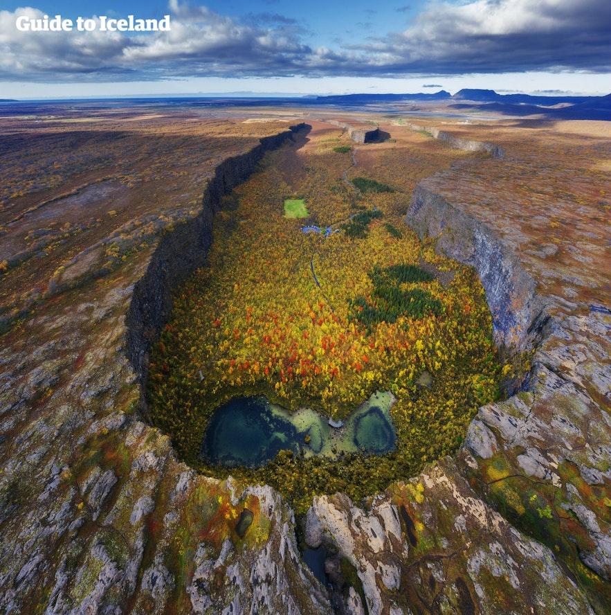冰岛北部钻石圈的阿斯匹吉峡谷