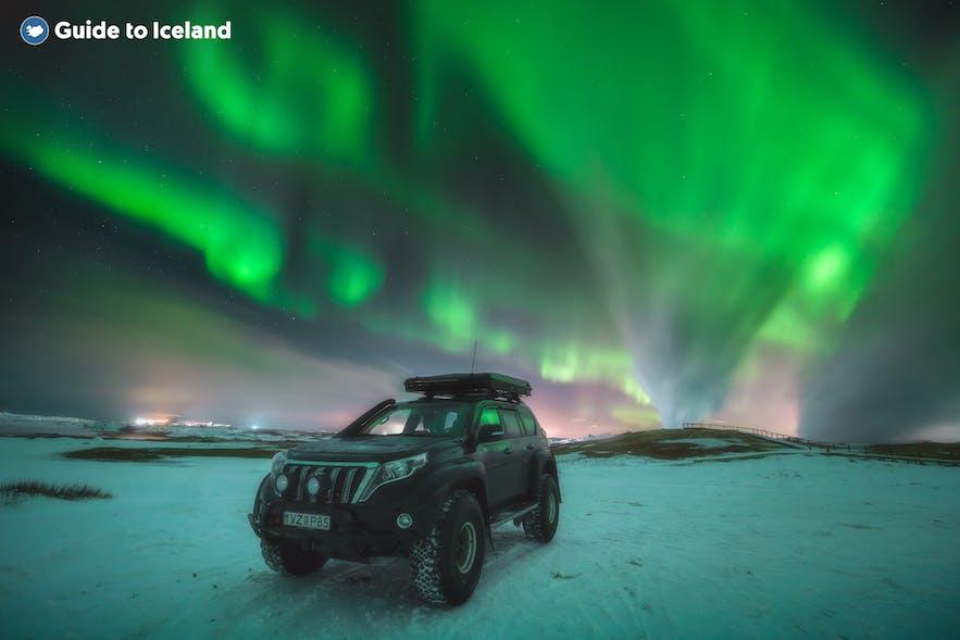 去冰岛租车自驾看极光