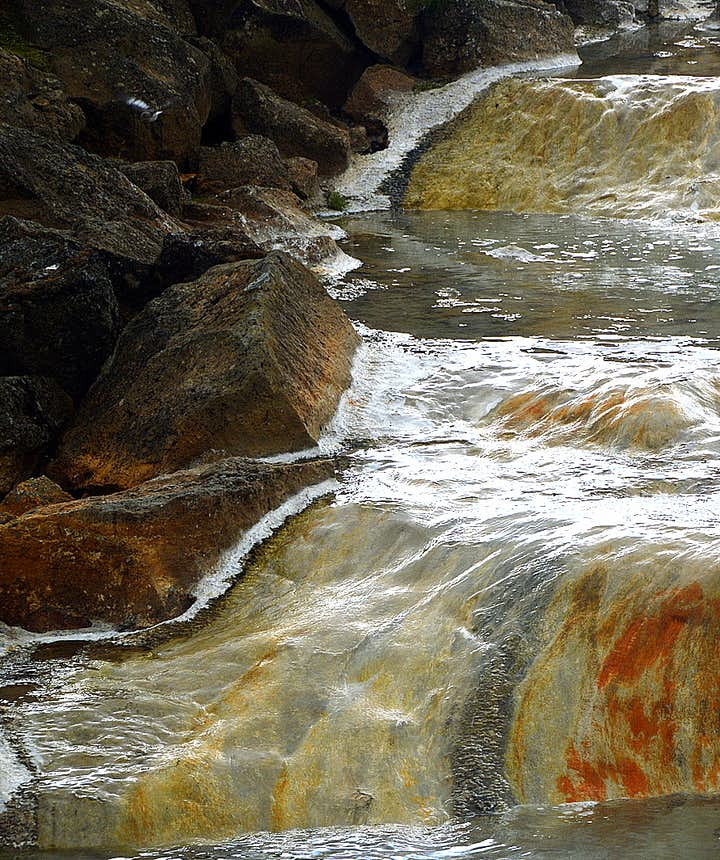 Hveravellir geothermal river