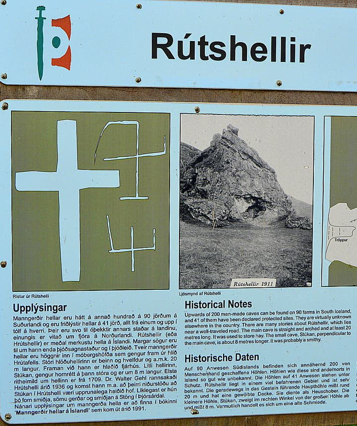 The information sign by Rútshellir cave