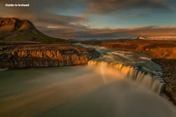 Hafragilsfoss_waterfall_northeast_summer_WM.jpg