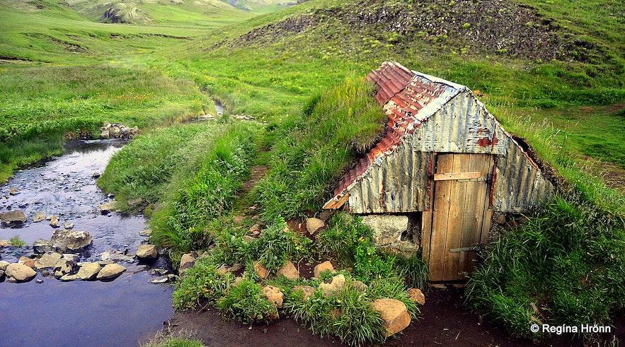 Hrunalaug Natural Hot Pool in South Iceland -