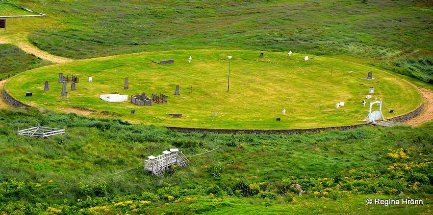 The circular graveyard in Vatnsfjörður