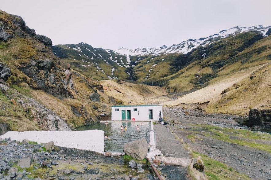 冰岛Seljavallalaug温泉泳池