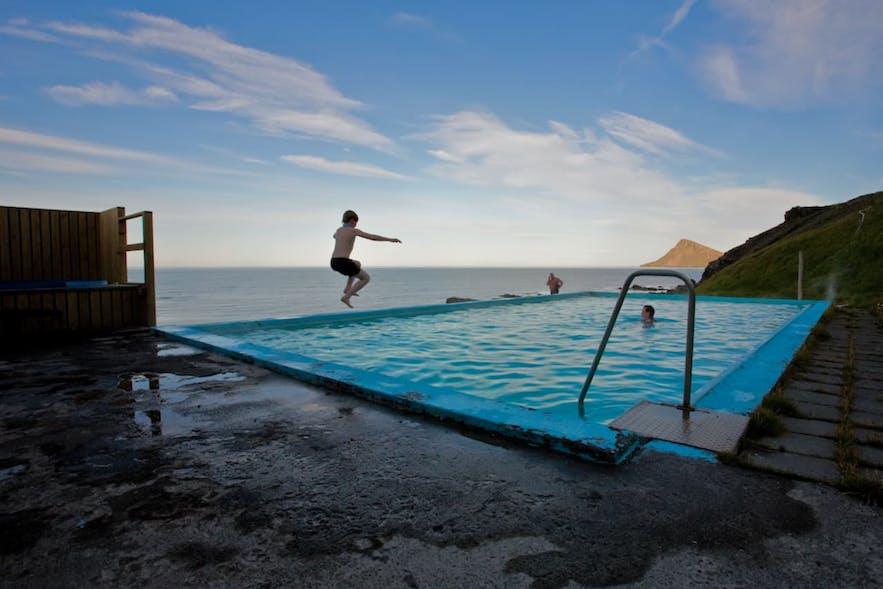 世界尽头的泳池Krossneslaug