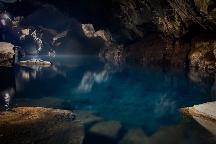 冰岛的米湖地区 - 权力的游戏取景地火山温泉