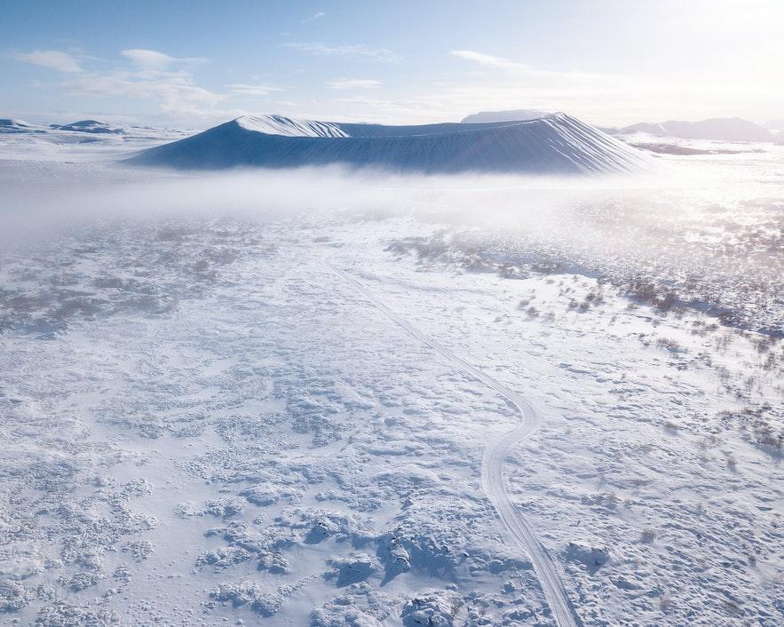 冬季时米湖地区的巨型火山口
