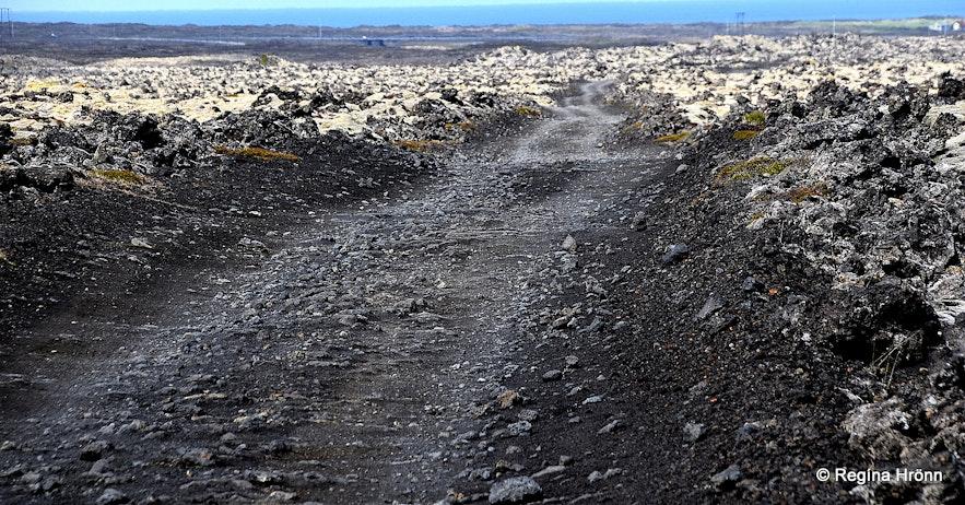 The road leading to Keilir and Lambafellsklofi