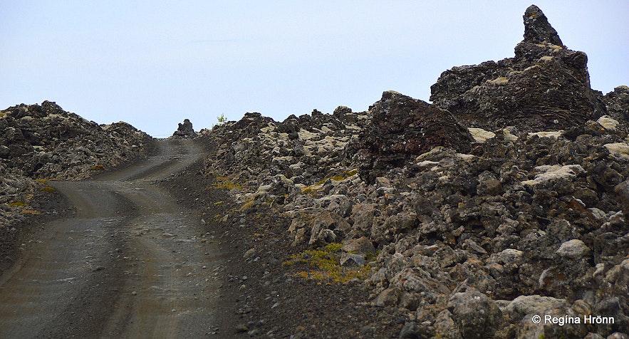 The road leading to Lambafellsgjá