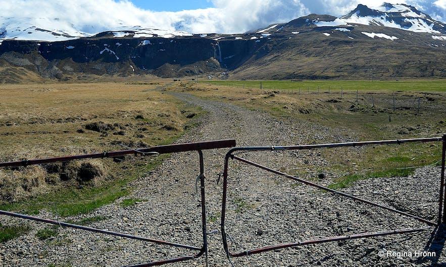 The route to Grundarfoss waterfall