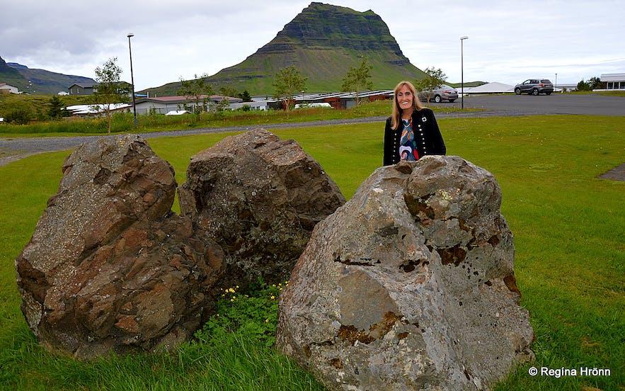 Regína by 3 dwarf rocks in Grundarfjörður