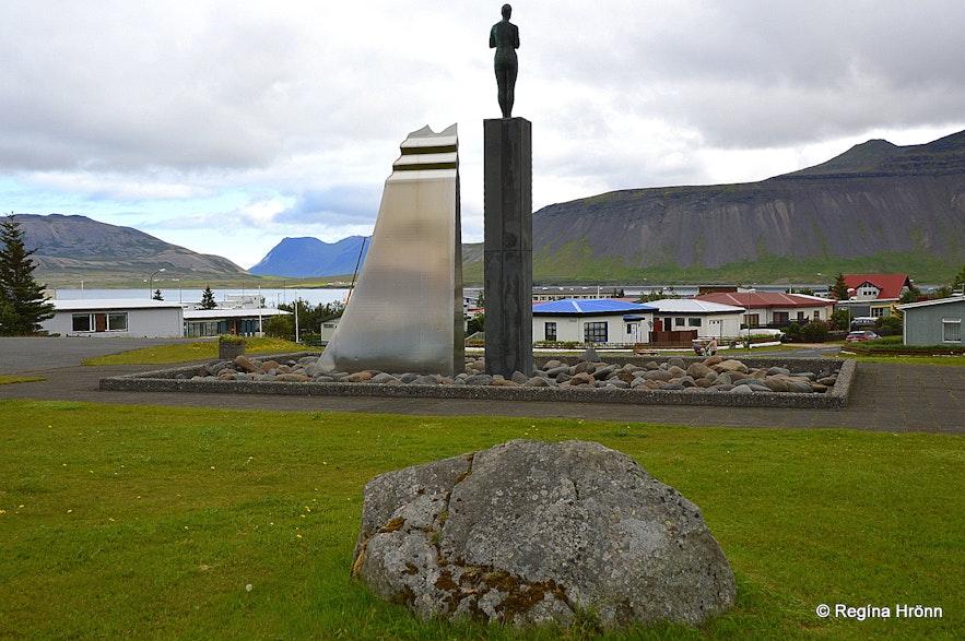 Dwarf rocks in Grundafjörður