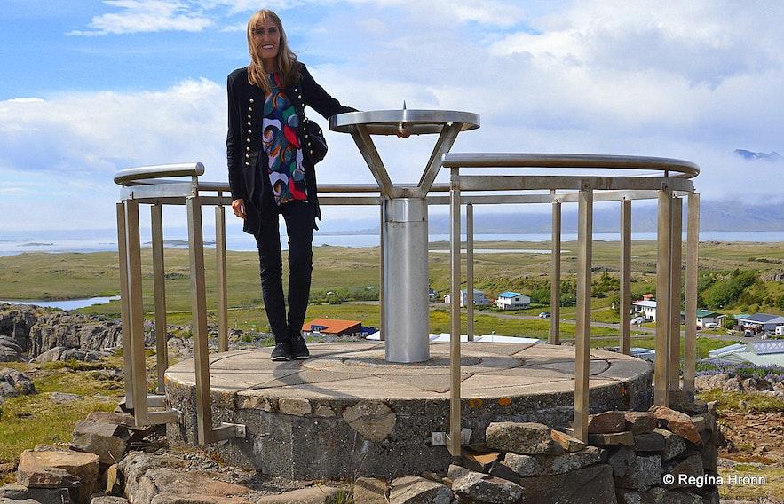 Regína by the view-dial at Bóndavarða in Djúpivogur