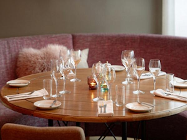 Icelandair Hotel Akureyri has the Aurora Restaurant and Bar.