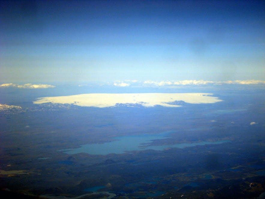 霍夫斯冰川是冰岛的第三大冰川