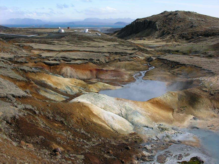 冰岛西南部的奈斯亚威里尔地热区