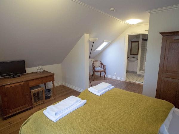 Hotel Aldan has a range of double rooms in two buildings.