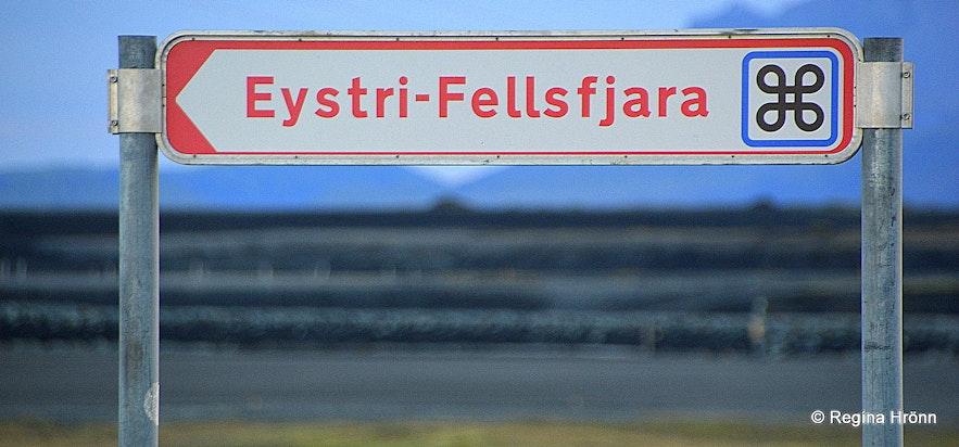 The road sign by Eystri-Fellsfjara