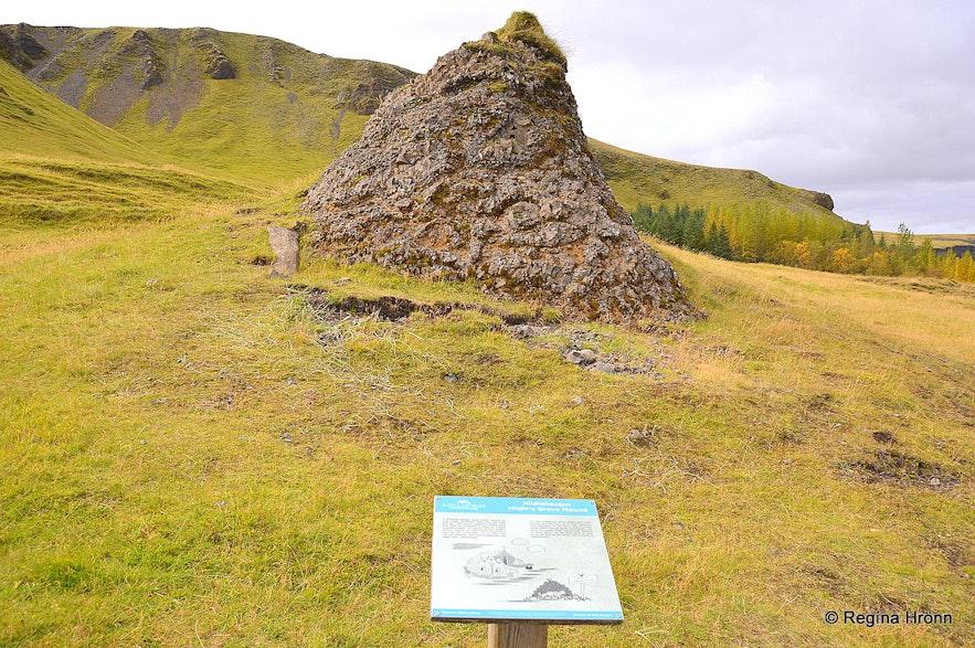 Hildishaugur burial mound in Kirkjubæjarkalustur