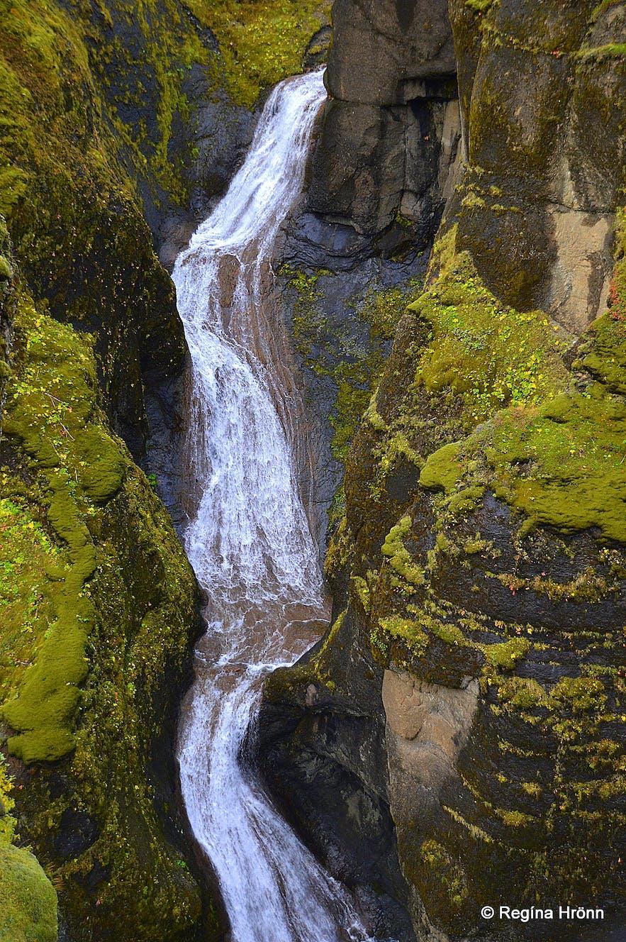 Fjaðrárgljúfur canyon - Mögárfoss waterfall